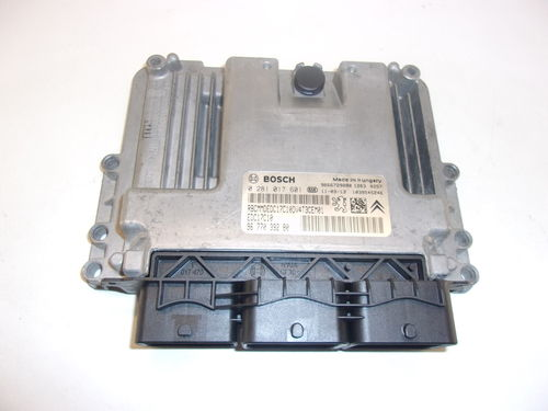 CALCULATEUR MOTEUR PEUGEOT / CITROEN REF:0281017601 / 9677039280