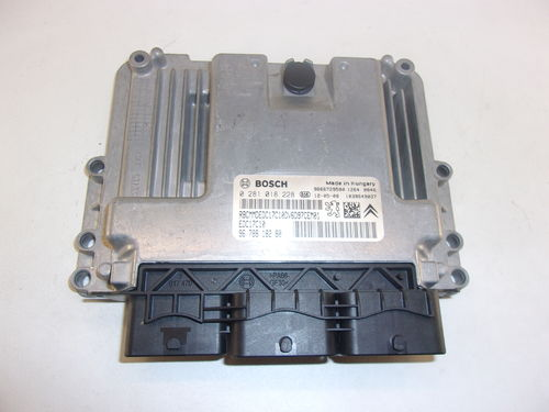CALCULATEUR MOTEUR PEUGEOT / CITROEN / FIAT REF:0281018228 / 9678818280
